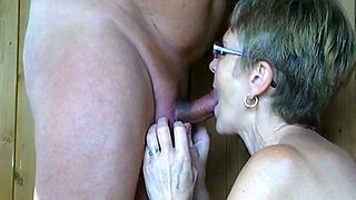 Granny still didn't forget how to give nice blowjob