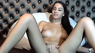 Camgirl shaved pussy rubbing and fingering