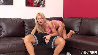 Experienced blonde shows off her body and engages in hot poking