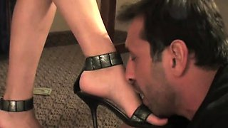 Glamour honey punishes slave by kicking hard in balls