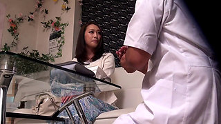 Fuck The Gourgeous Japanese Housewife On The Massage Table
