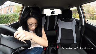Petite Asian babe bangs instructor in car