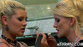 hot babe  into lesbo sex film