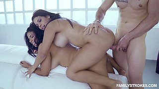 Chubby chicks Keysha and Sheyla enjoy a hot threesome