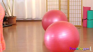 Real ebony babe pussylicked in gym threeway
