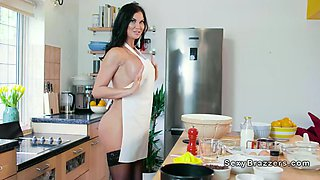 Huge boobs Milf chef bang in her kitchen