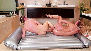 Stunning masseuse Carter Cruise is pleasing wet pussy of sexy client