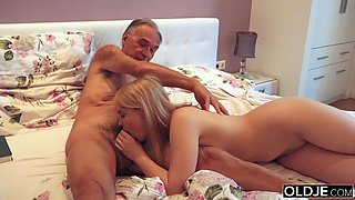 18 yo girl kissing and fucks her old boyfriend in bedroom