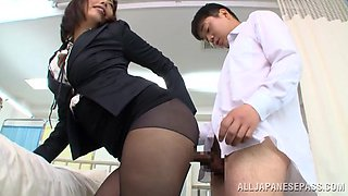 Japanese Secretary in Pantyhose Orally Services Her Boss