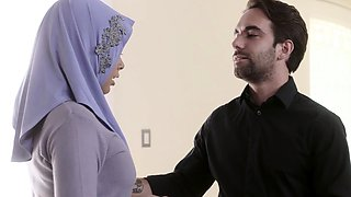 Muslim housewife gets her big ass fucked by a FBI agent