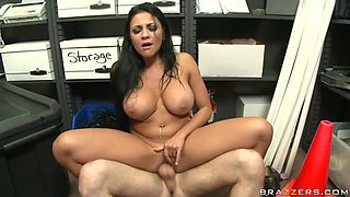 Big tits Nikki fick in office