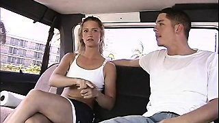Amateur chick gets scored and fucked by a bad dude in a car