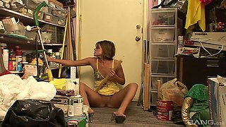 Sex-crazy housewife Ryan Hunter enjoys insertion in the closet