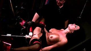 Veronica Avluv enjoys a new sex machine