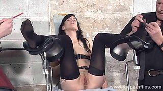 Feet torments of slave elise Gräber in the dungeon Bondage