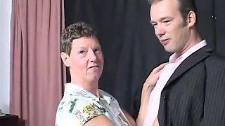 Bert vraagt een neukbeurt aan voor Angela