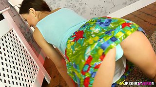 Delicious upskirt pussy of sex-appeal hottie Tina Kay