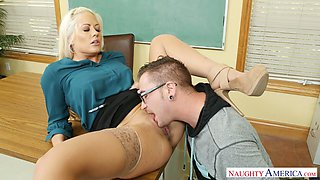 Dissolute blonde teacher Holly Heart gets banged after pussy licking