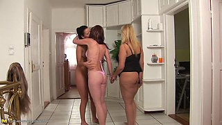 Anett and Siani have a blast during a nice lesbian foursome
