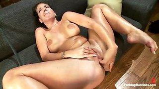 kelly divine rubbing her clit while getting anal fuck by machine