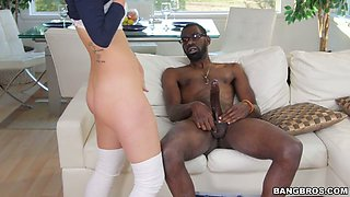 Jaw dropping bitch Jade Nile fucks her eager black buddy