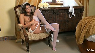 Curly and mesmerizing nympho Aspen Rae desires to masturbate her pussy