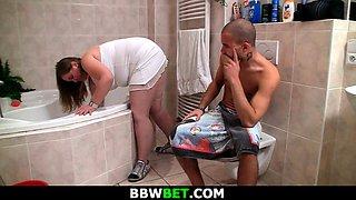 Skinny guy bangs fat girlfriend in the bathroom