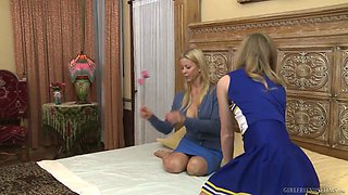 Naughty cheerleader Nicole Clitman helps lusty lesbian to reach orgasm