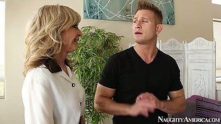 Cute guy Bill Bailey pleases lusty blond MILF Nina Hartley with solid cunnilingus