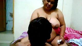Chubby Bhabhi Seducing Men