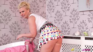 Chubby blonde bitch Nikki Lee shows off her ass under skirt