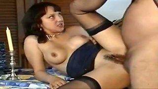 Sexy milf si fa inculare e gode come una maialona