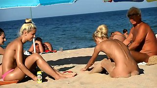 Attractive amateur babes expose their bodies on the beach