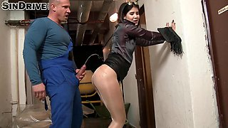 Insatiable brunette slut offers her body to a horny worker for a shag