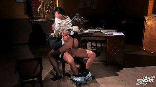 Sexy Secretary Gobbles His Manhood / Simony Diamond