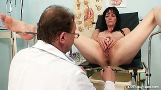 Brunette MILF Venuse has crush on gynecologist doctor