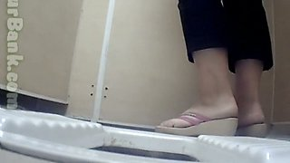 Mature white stranger lady in black pants pisses in the toilet