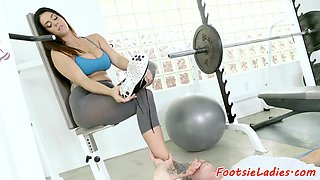 Solelicked amateur tittyfucking at the gym