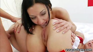 Hotkinkyjo and Isabella Clark in super extreme anal foursome