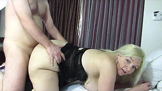 Wide-hipped, phat ass housewife gets fucked doggy-style!
