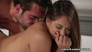 Exotic pornstars Logan Pierce, Sara Luvv in Horny Cunnilingus, Medium Tits adult clip